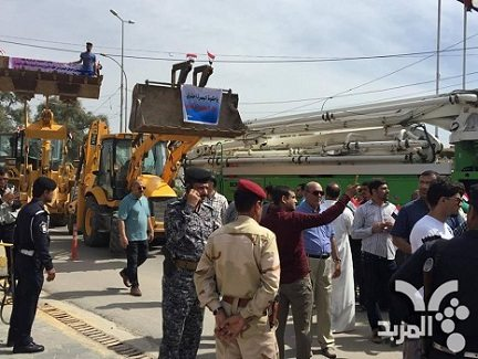 Contractors conduct demonstration outside Basra Provincial ...